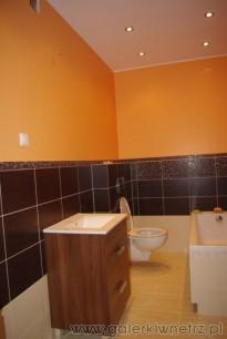Pomarańczowa łazienka Glazura Opoczno Wąska łazienka
