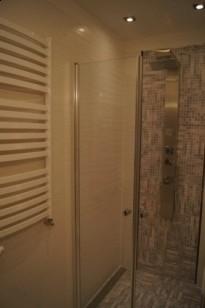 łazienka Biała Z Filetową Mozaiką Płytki Paradyż Armatura