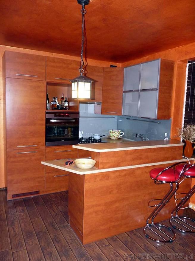 Kolor ścian w kuchni - dopasowany do koloru szafek
