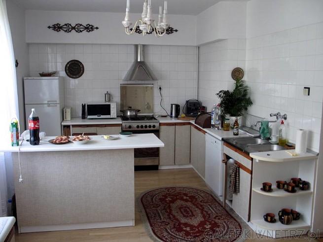 Stara kuchnia powstała około 1994 roku. Zmywarka Bosch miała z 8 lat i niestety ...