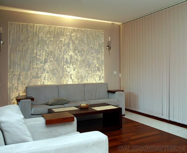 Living room. Wertykale i trójwymiarowa ściana z grą świateł