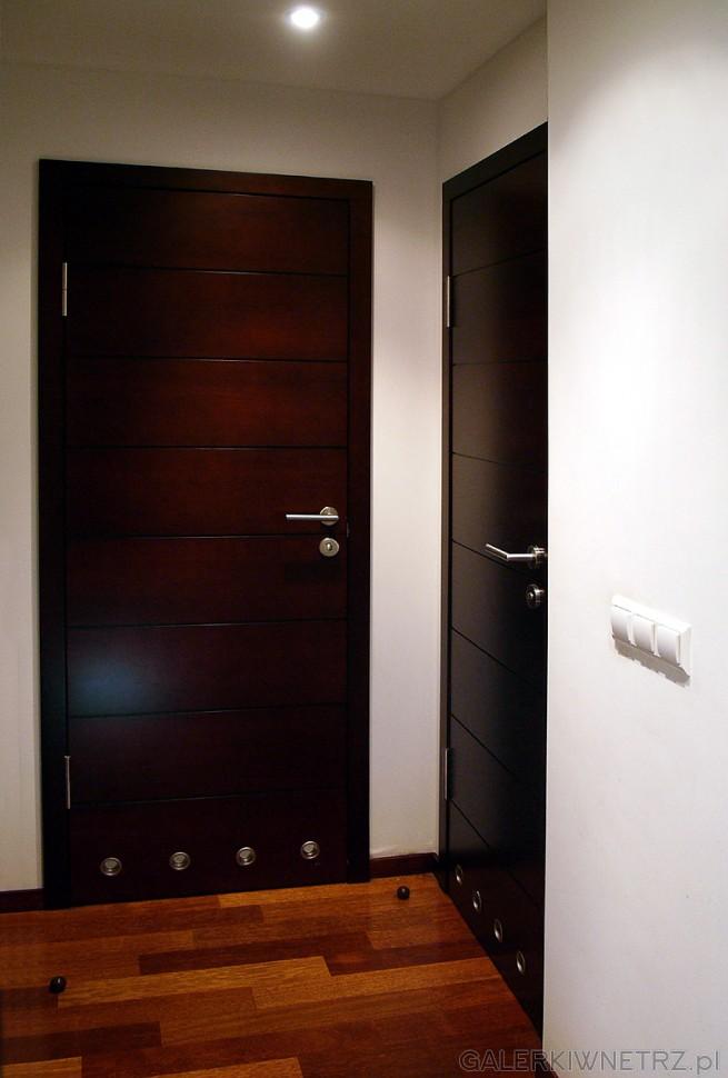 Egzotyczny parkiet i pełne drzwi
