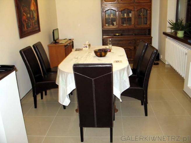 Do jadalni kupiliśmy 6 krzeseł z Malezji w Mebleagata - po 400PN. Jeszcze rok ...