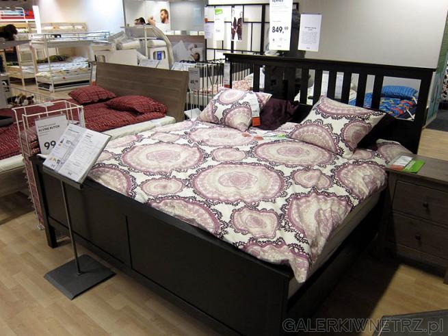 Sypialnia - łóżko małżeńskie 180cm, szafki.