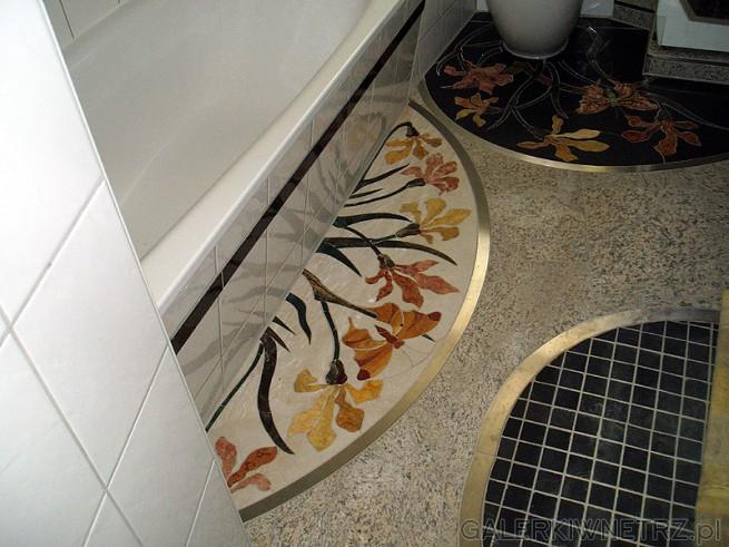 Mozaika artystyczna została wykonana ręcznie. Kwiaty były wycinane ręcznie oraz ...