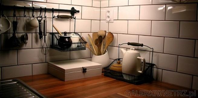 Kuchnia urządzona w drewnianym domku na Słowacji, liczącym prawie 90lat. Wiejski ...