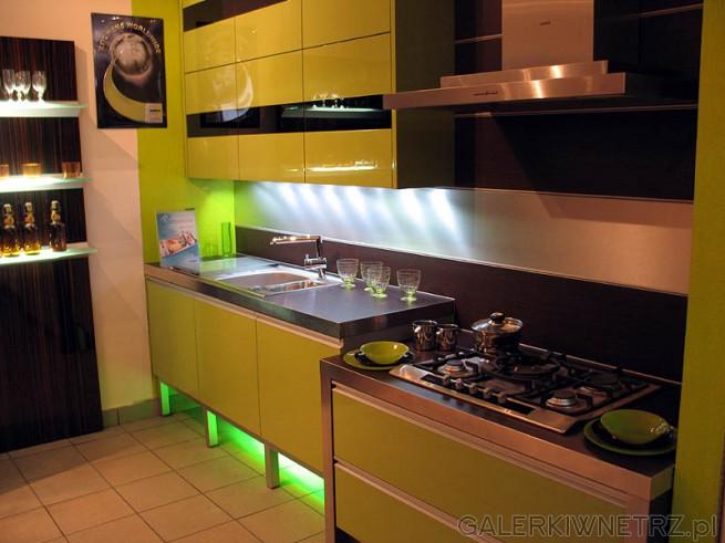 Kuchnia w kolorze żółtym, Szafki z wysokim połyskiem