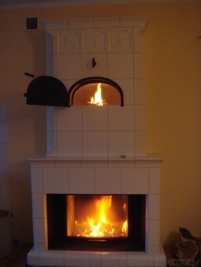 Pieco-kominek kaflowy z wkładem Spartherm-Varia Fdh. Białe kafle wyglądają klasycznie, ...