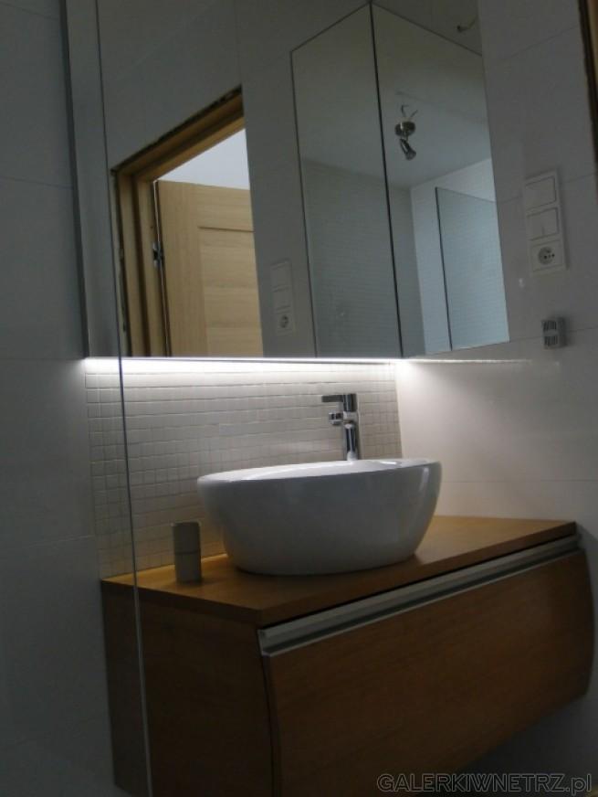 Misa umywalkowa Cersanit EXE na drewnianej, szerokiej szafce wiszącej z jednąszufladą ...