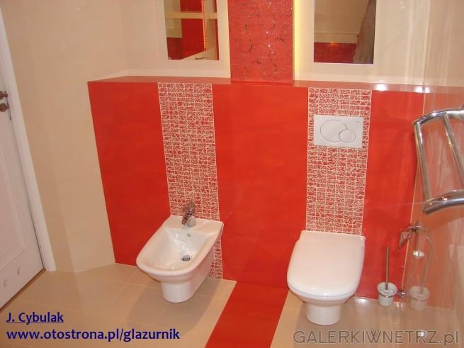 Łazienka w czerwieni. Bidet + WC