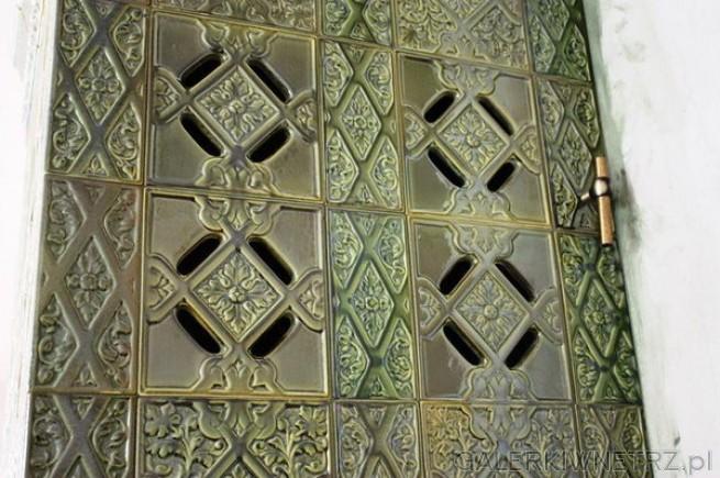 Detal pięknie zdobionych kafli z kaflarni Zygmunta Kuliga - kafle o nazwie Łańcut ...