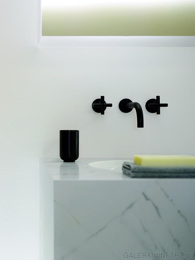 Tara. Bateria umywalkowa ścienna z mieszaczem. Kolor czarny mat. Projekt armatury: ...