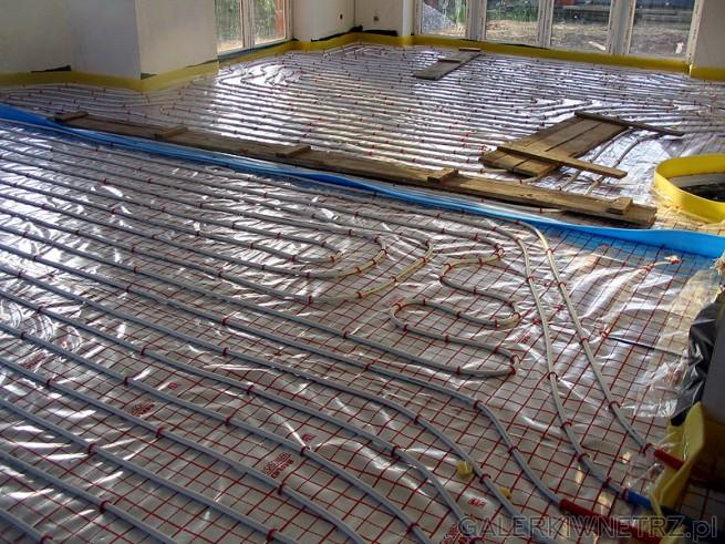 Zastosowane rury wielowarstwowe (PE-AL-PE) czyli materiał PE, aluminium i ponownie ...