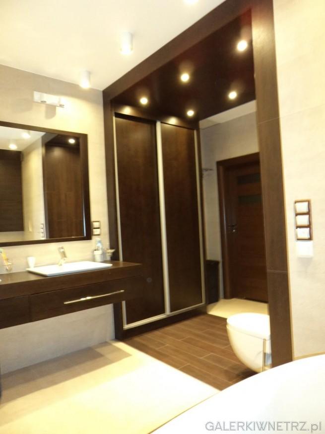 Umywalka ROCA KALAHARI. Duża i ładnie zagospodarowana łazienka. Oświetlenie ...