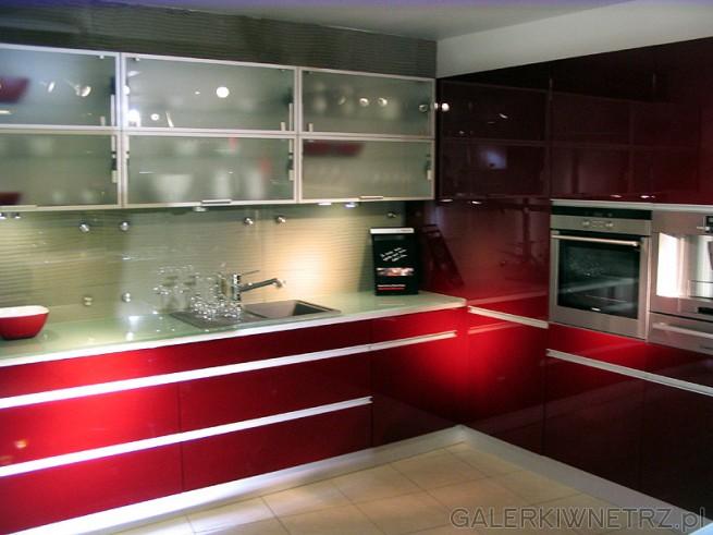 Czerwona kuchnia narożna. Nowoczesna. Projekt i wykonanie Mebel Rust