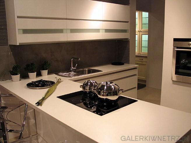 Nowoczesna kuchnia w kolorze białym