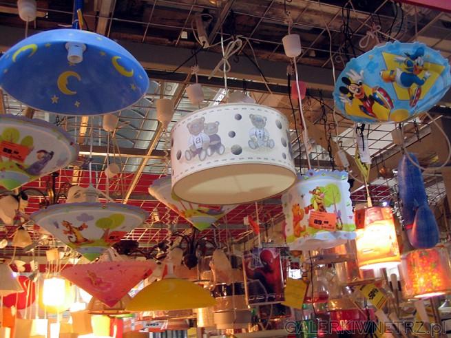 Oświetlenie do pokoju dziecięcego. Kolorowe abażury i lampy