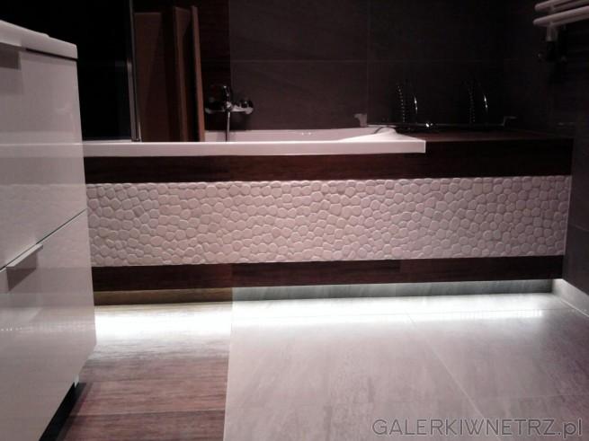 Na Wannie Mozaika z Białych Otoczaków (otoczaki na siatce).
