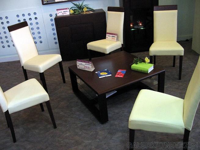 Niski stolik. Krzesła