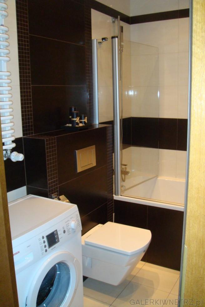 Mała łazienka W Ciemnym Kolorze Projekt Juniorka Wanna