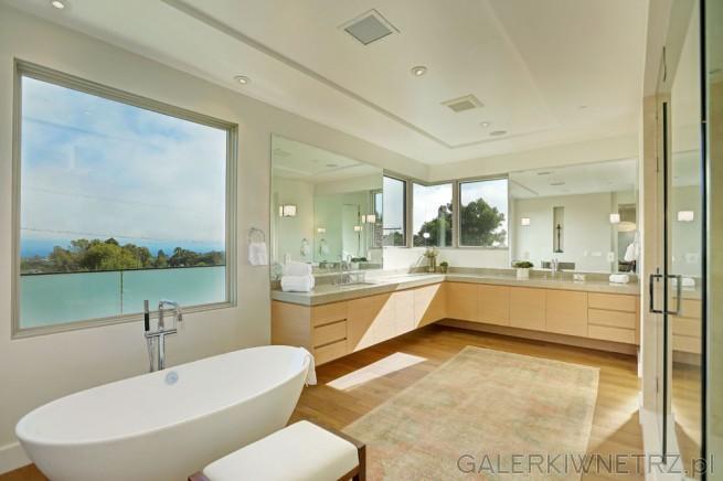 Projekt bardzo dużej łazienki z dwiema umywalkami ale umieszczonymi narożnie, ...