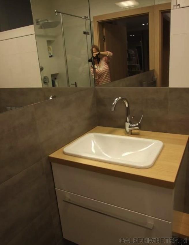 Zastosowana umywalka jest biała, owalna, o przyjemnym kształcie. Jest to umywalka ...