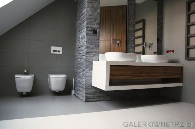 Piękna aranżacja łazienki w szarościach i bieli. Szare płytki to Durstone Unistone ...