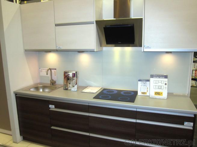 Zestaw mebli kuchennych MALIBU w Castoramie, kuchnia jest jasna, utrzymana w ciepłej ...