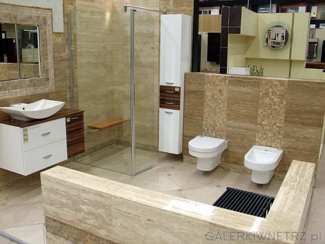 Łazienka w kamieniu naturalnym. Bidet i WC obok siebie. Kabina prysznicowa kwadratowa. ...