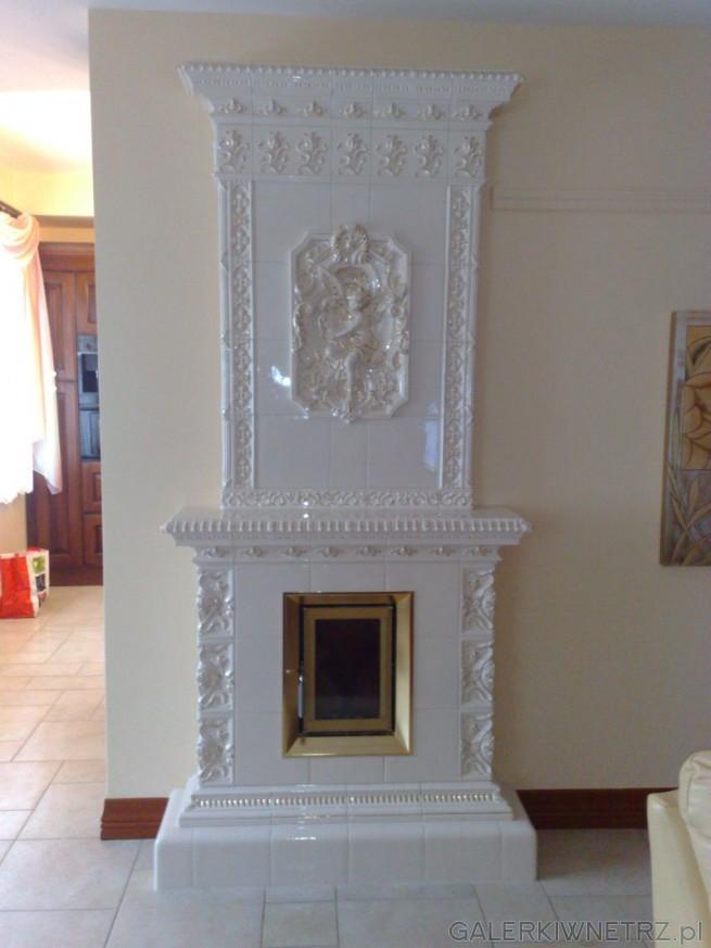 Piec kaflowy w stylu secesyjnym, z wykorzystaniem białych kafli z firmy Kafel-Kar, ...