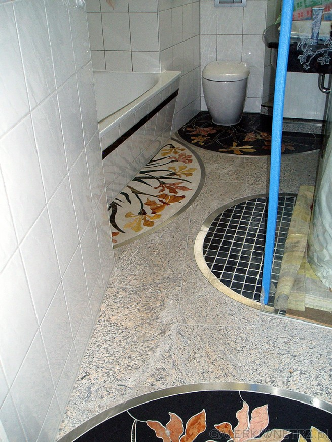 Łączenia paneli mozaikowych są wykonane z stali nierdzewnej. Cała mozaika jest ...