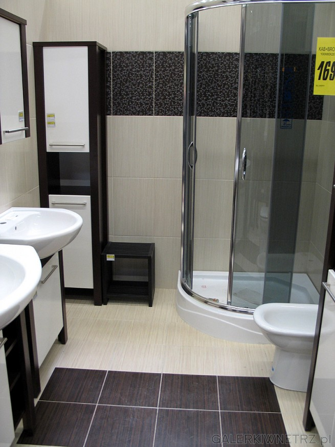 Łazienka, duże kafle i ciekawy pomysł na wzór