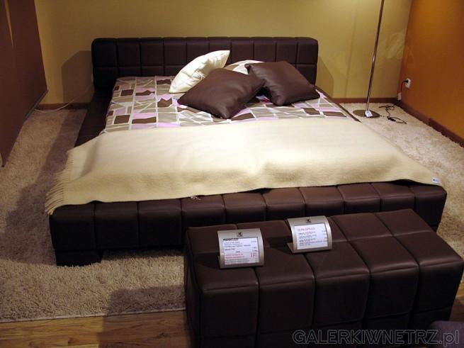 Sypialnia Kler. Szerokie i dosyć niskie łóżko. Materac Dunlopillo. Łoże ma ...