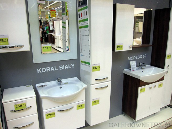 Komplet Białych Mebli łazienkowych Szafki Emaliowana Po Niższej
