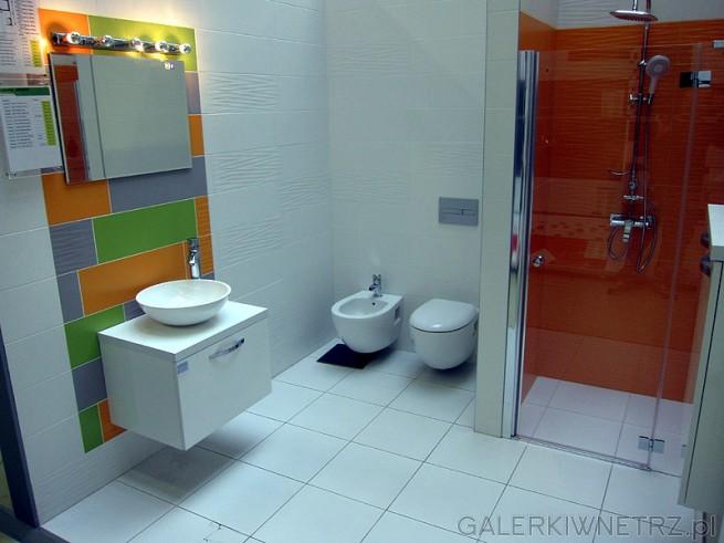 Szachownica z kolorowych kafelek sprawi, że każda łazienka będzie prezentować się ...