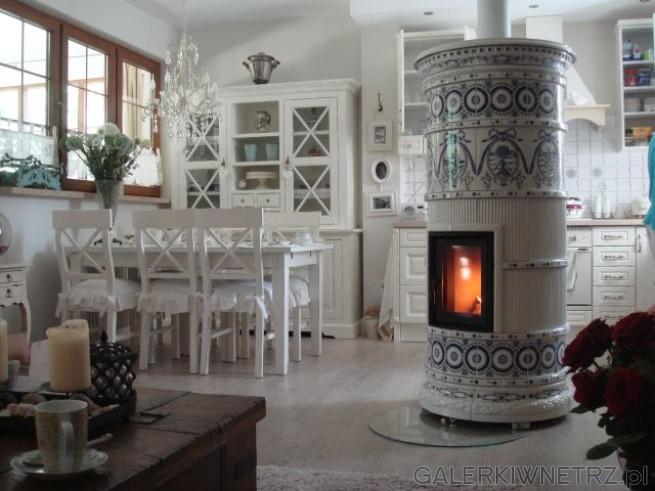 Niezwykły i oryginalny kominek kaflowy z kafli wyprodukowanych przez ManufakturęNakomiady. ...