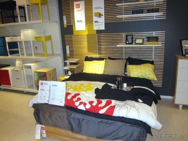 Łóżko typu MANDAL z czterema dużymi szufladami. Rama łóżka w kolorze brzozy ...