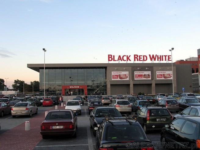 Przed Centrum Handlowym BRW znajduje się parking, bezproblemowe i wygodne parkowanie. ...