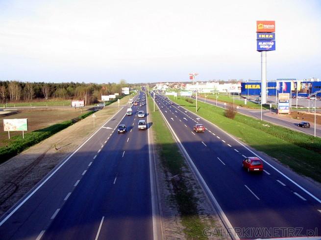 Dobry dojazd Tras膮 Toru艅sk膮 lub autobusem 126