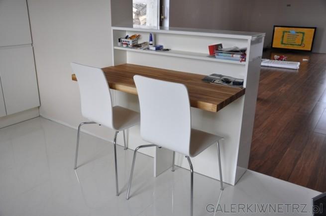 Dwufunkcyjny barek: z jadnej strony miejsce do siedzenia, z drugiej schowek np.na ...