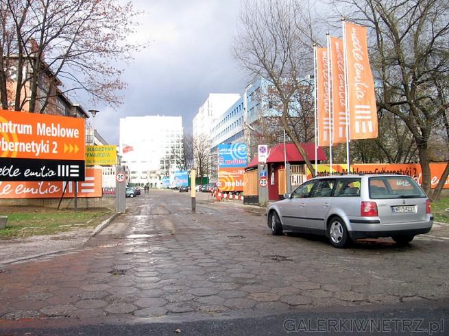 Centrum Meblowe Cybernetyki 2 posiada wygodny parking. Centrum znajduje się na ...