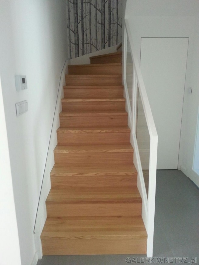 Projekt schod贸w dla ceni膮cych prostot臋 i minimalizm - wykorzystano tu tylko biel, ...