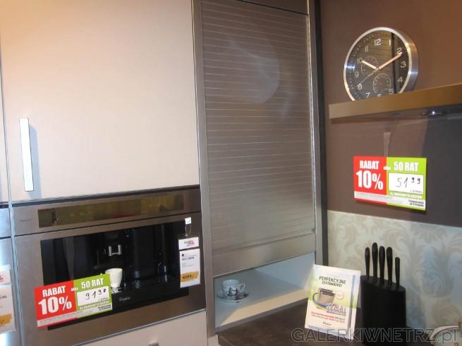 Szafka z roletą w kuchni. Dzięki takiemu rozwiązaniu można otworzyć szafkę ...