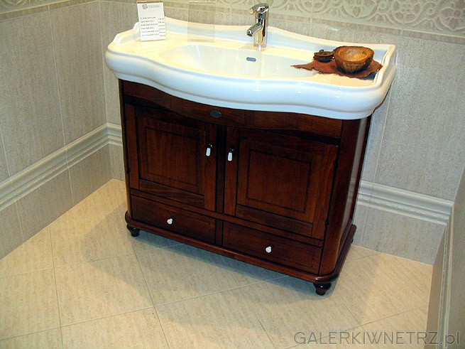 Szafka z umywalką - rozległa i w klasycznym stylu.Łazienka wzorcowa. Glazura ...