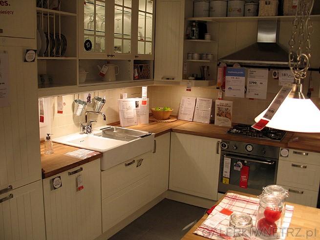 Szafki kuchenne w kolorze białym/ ecru. Kompletna zabudowa kuchni. Blat ze wzorem ...
