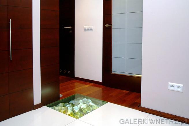 W podłogę wkomponowany jest przestrzenny model gór (mieszkanie znajduje się ...