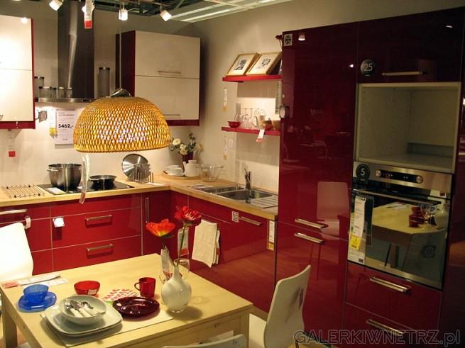 Kuchnia w czerwieni. Lakier wysoki połysk, fronty czerwone. Cena samych szafek ...