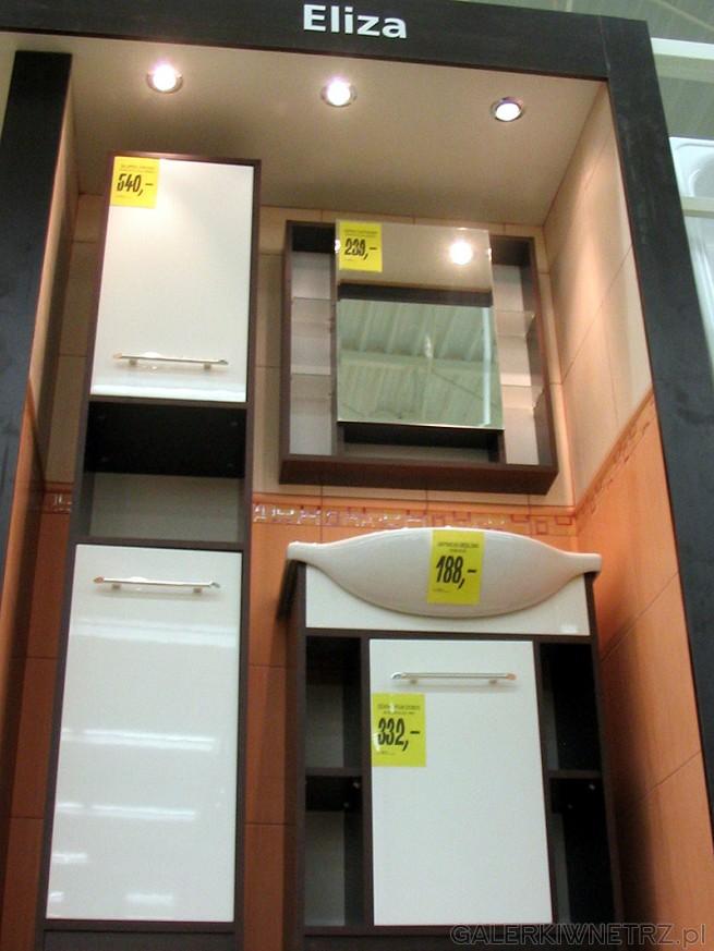 Białe fronty i skrzynie mebli w kolorze brązowym. Propozycja mebli łazienkowych Eliza
