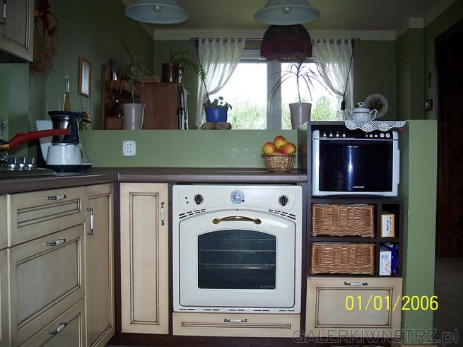 Piekarnik stylizowany retro, ale nadstawka nad kuchenką jest oryginalna - znajomi ...