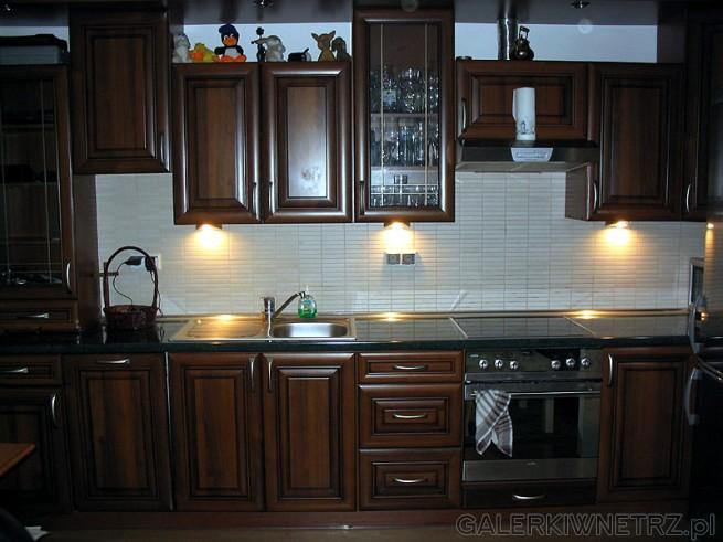 Kuchnia BRW. Oświetlenie halogenowe jest sterowane na dotyk ze ściemniaczem. Transformator ...